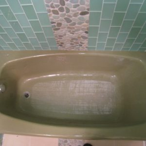 brown bathtub before tub refinishing chicago
