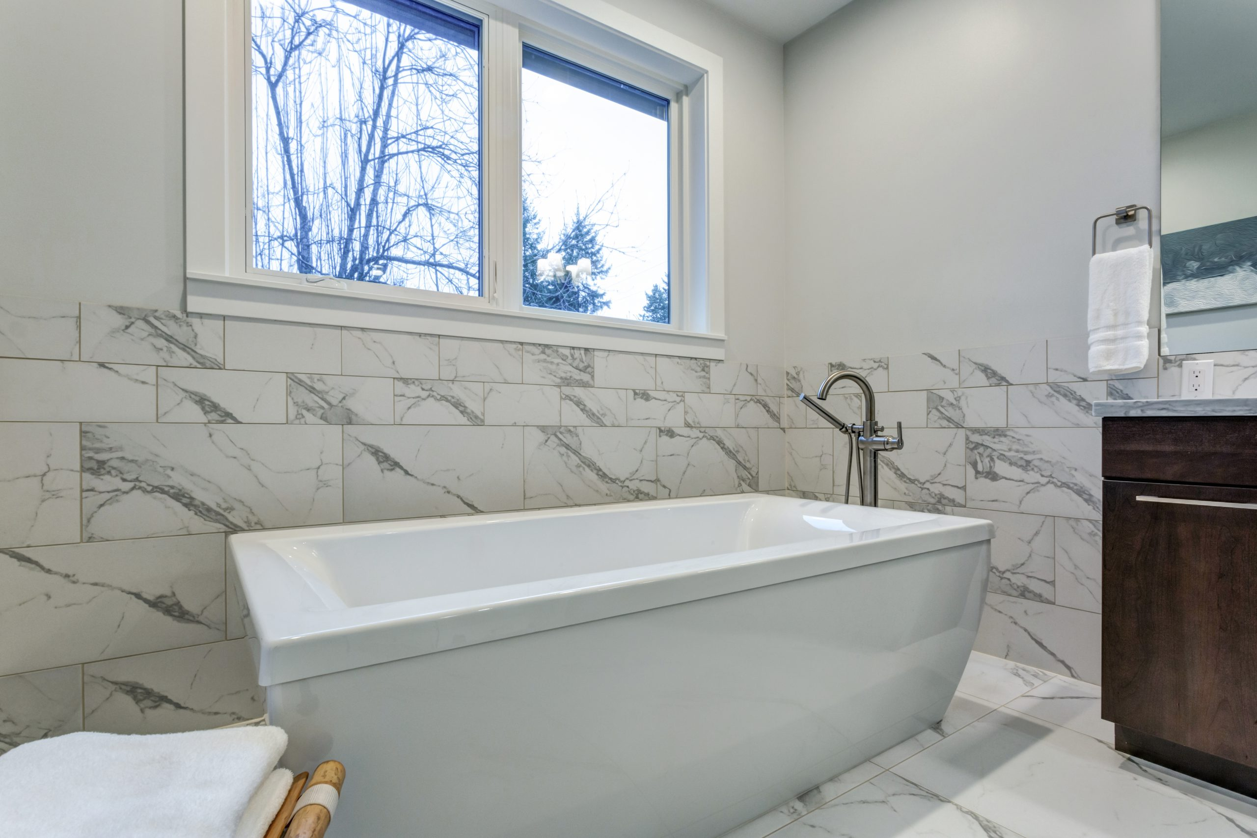 Incredible-master-bathroom-with-Carrara-marble-tile-surround.